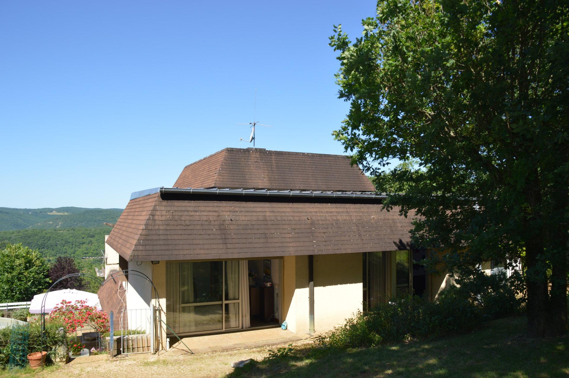 Maison atypique vue imprenable sur la vallée de la Dordogne
