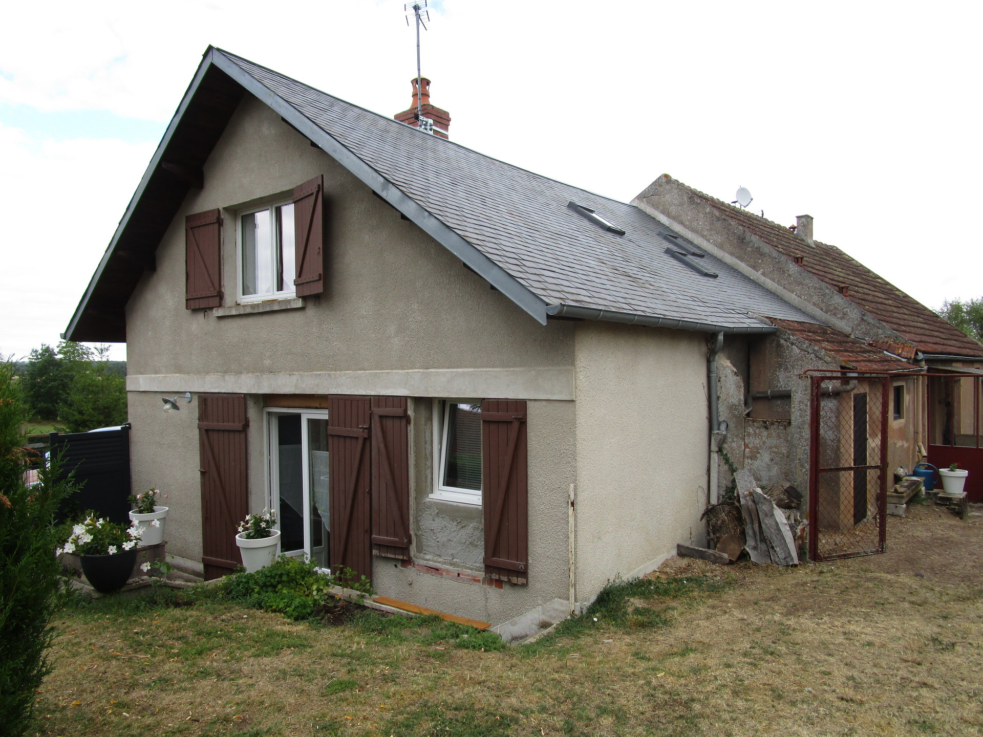 Twee huizen te koop bij jachthaven van Corbigny, Bourgogne