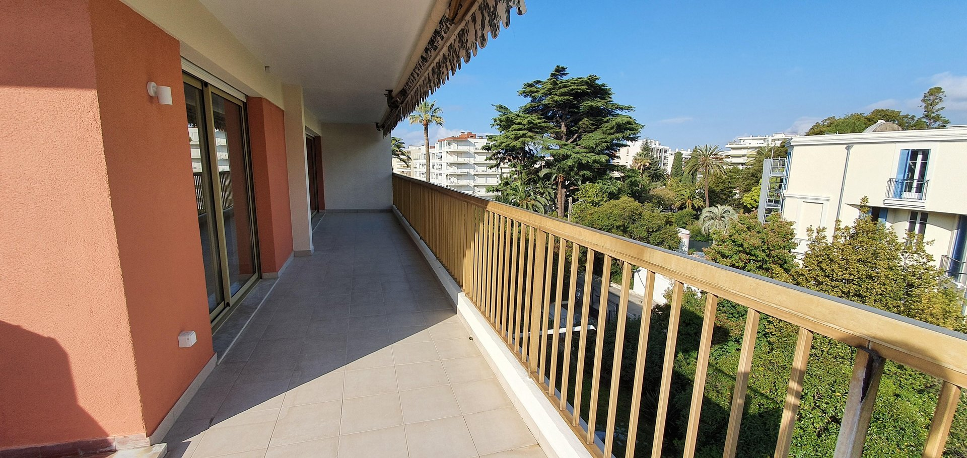 3 Rooms 82 sqm in Cannes - Basse-Califormie