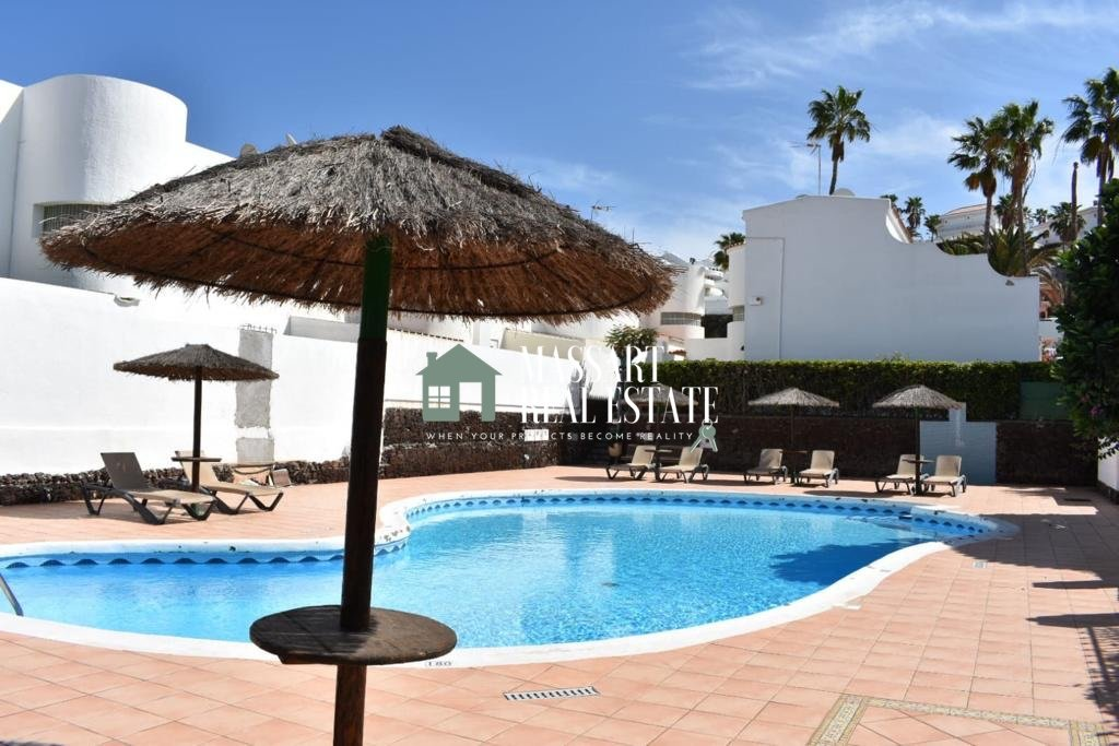 Detached villa in the exclusive area of ​​San Eugenio (Adeje), in the Vistamar Garden residential complex.