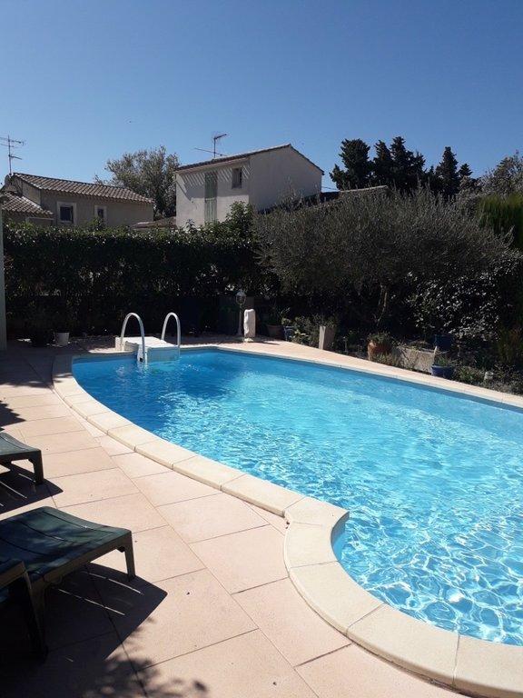maison de style provençal avec piscine