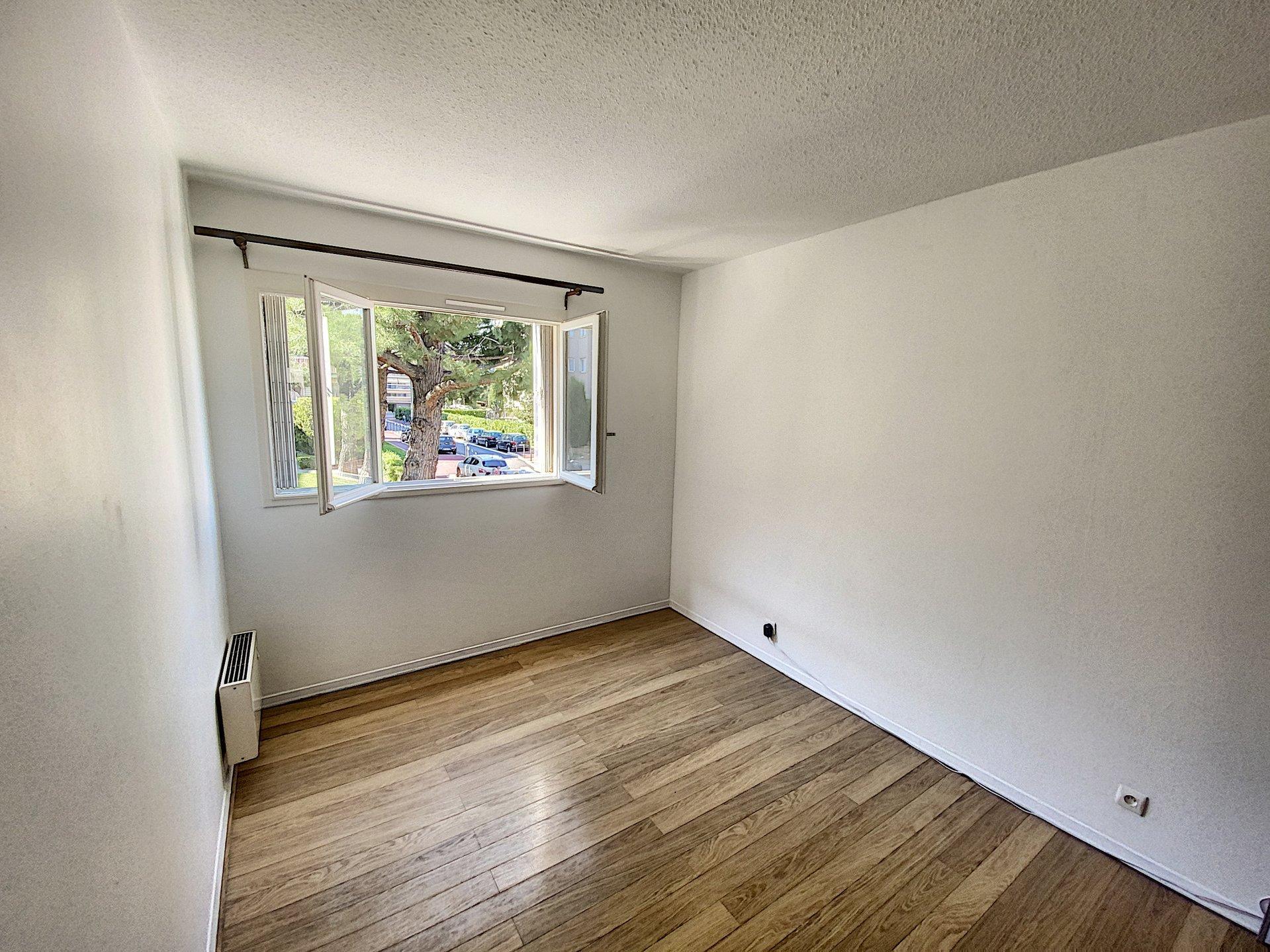 SAINT LAURENT DU VAR - Appartement - 2 chambres - 3 pièces