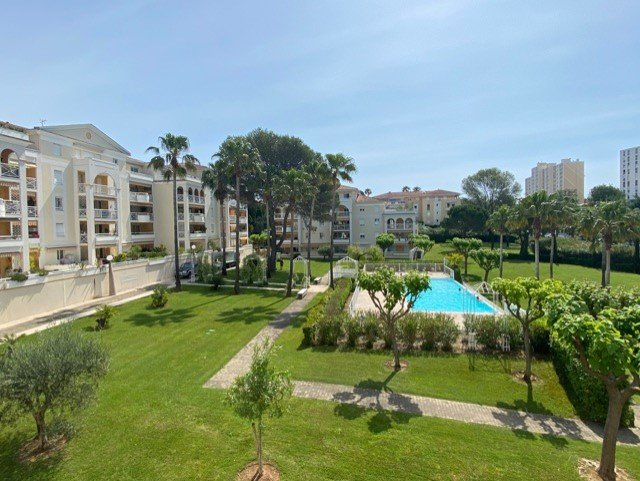 Sale Apartment - Le Cannet L'Aubarède