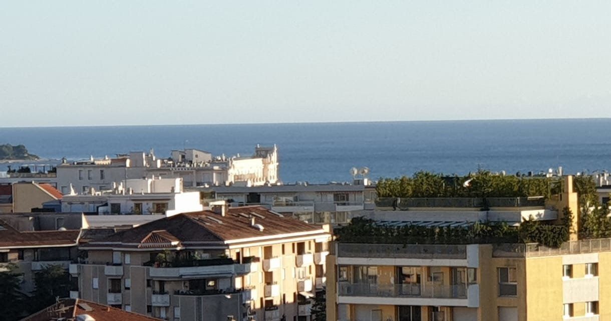 Cannes Montfleury 2-bedroom apartment Terrace 25 sqm Garage