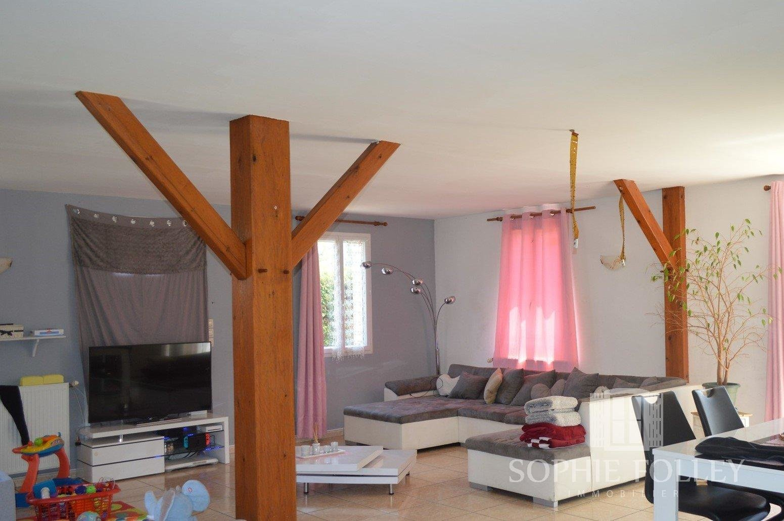 Village House with 5 Bedrooms and 2000m2 of Land