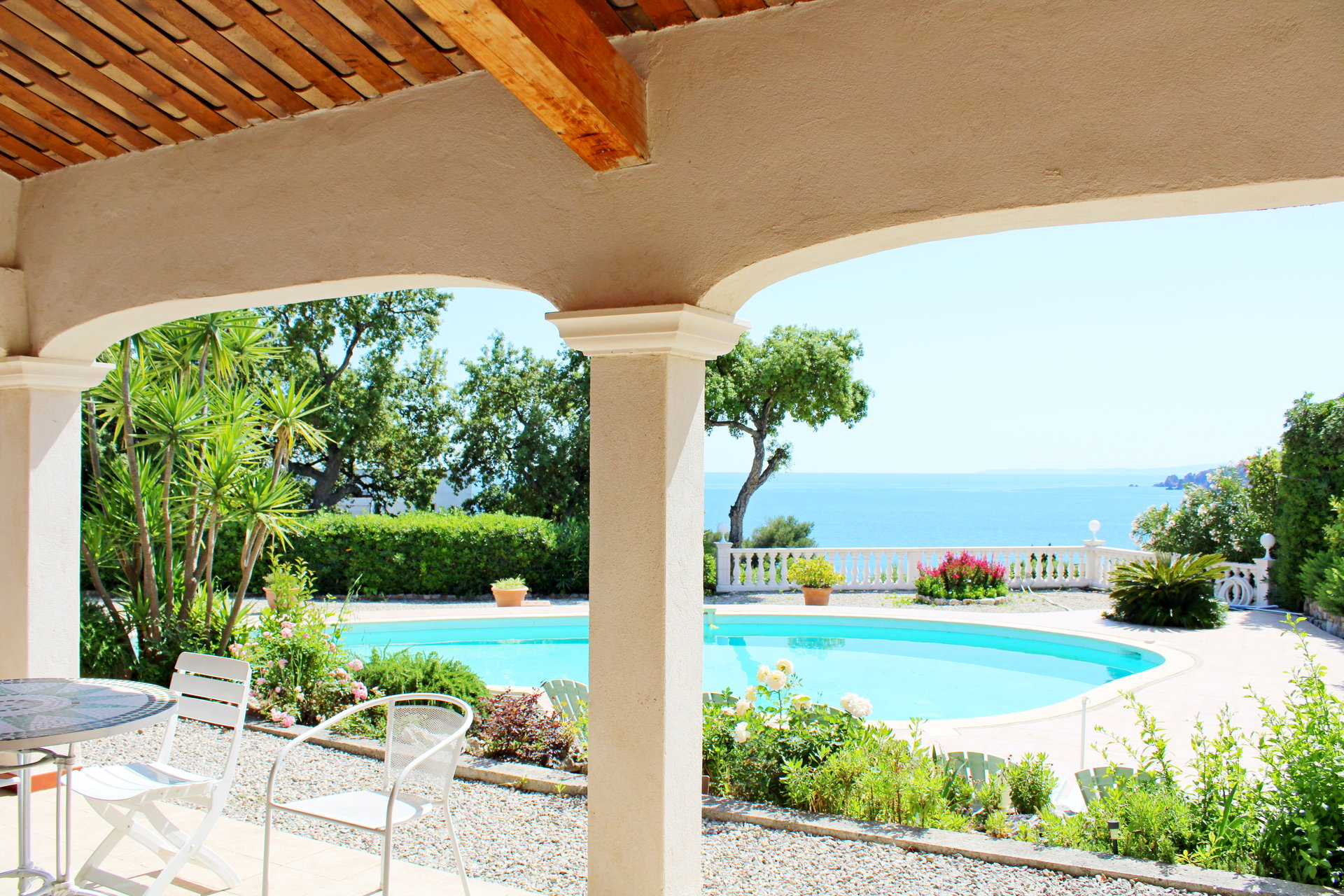 Neoprovencale House with sea view in Agay