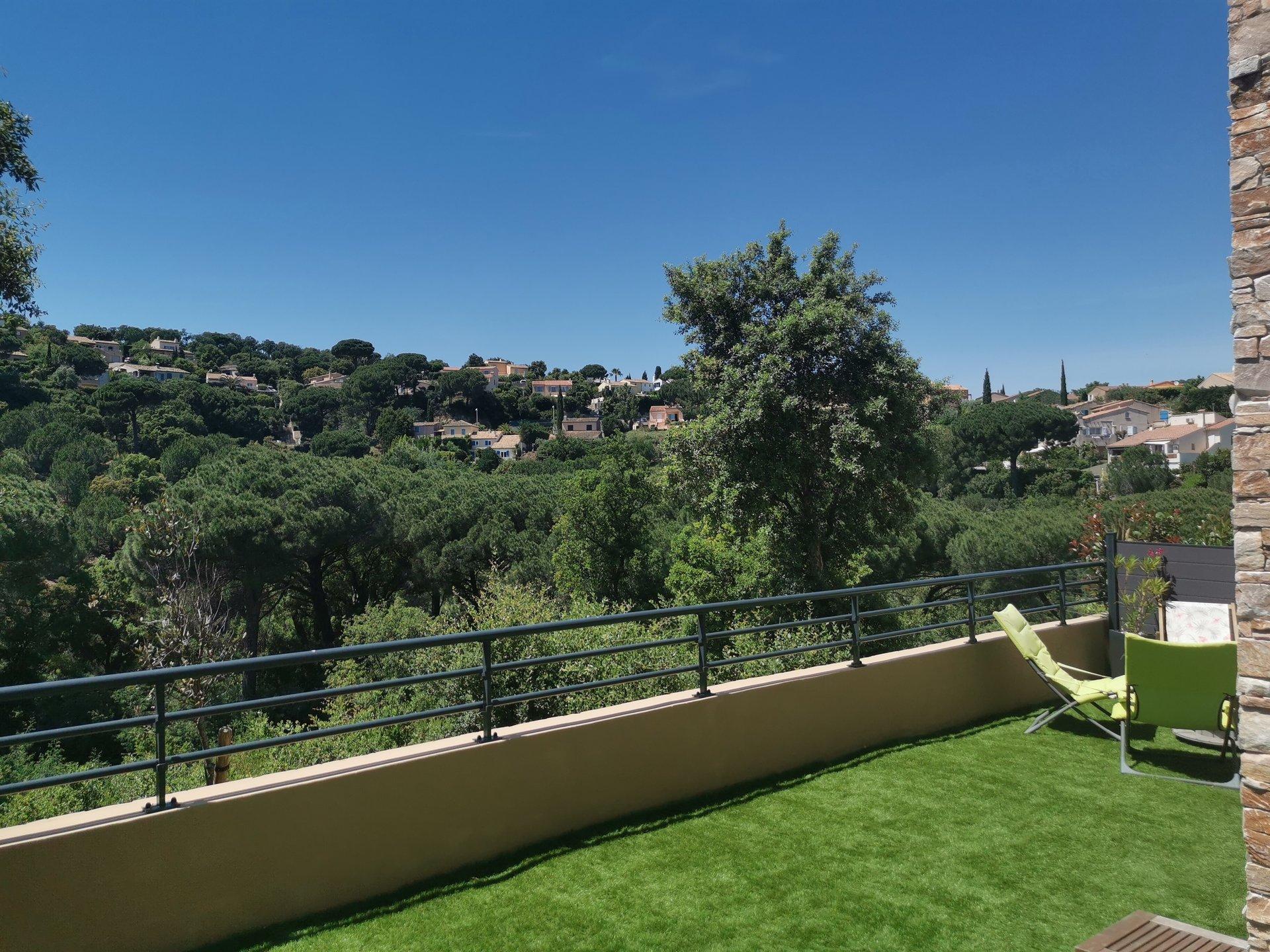 STE MAXIME, très joli appart T3 avec terrasse et jardin