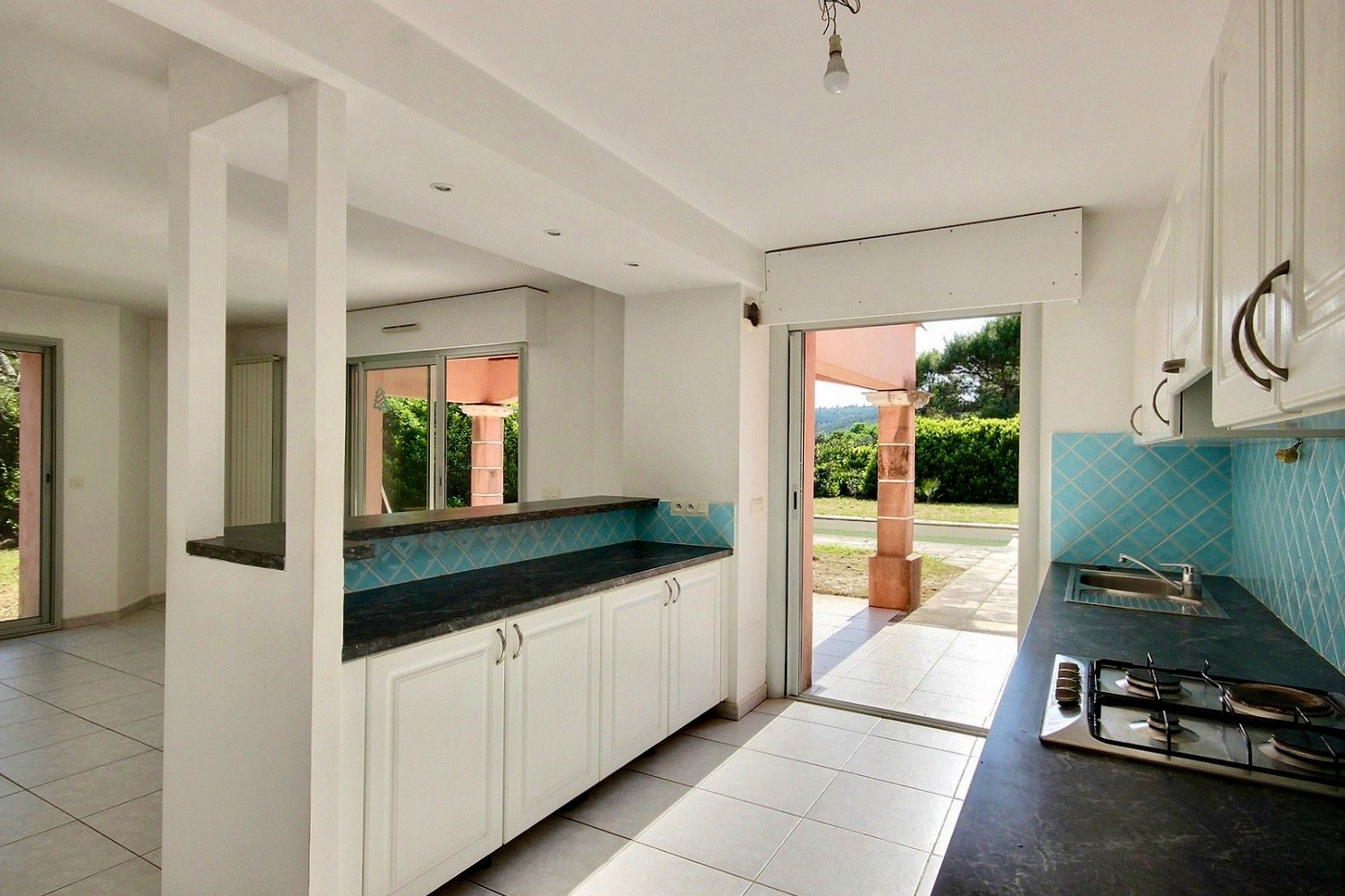 Walking distance to Shops and Valbonne international schools