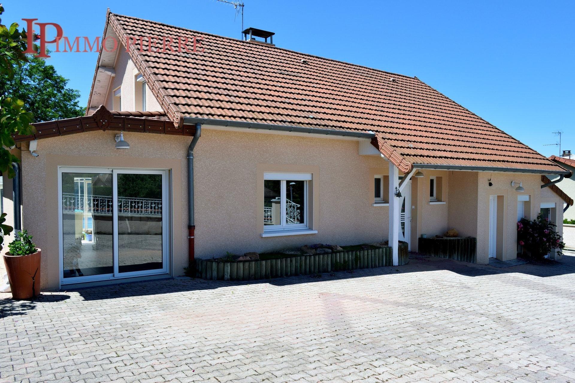 Proche Roanne, maison T7 180 m².