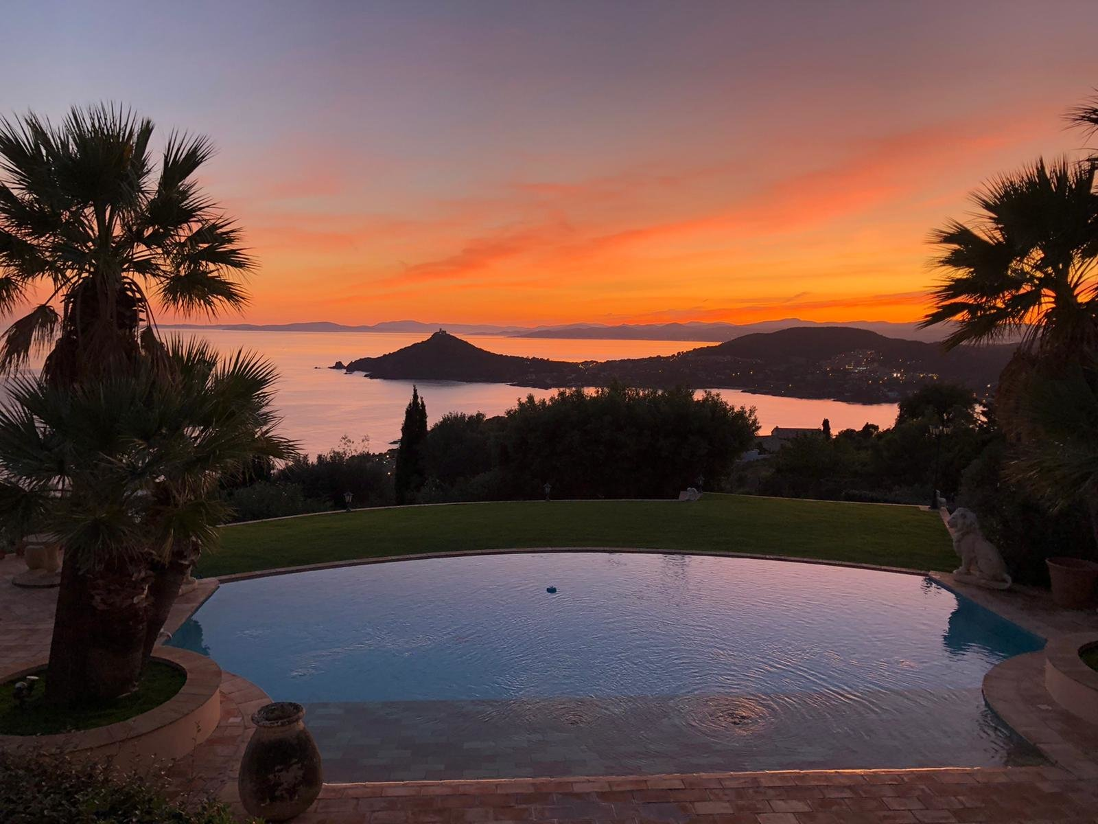 Outstanding property on the top of the hill in Agay