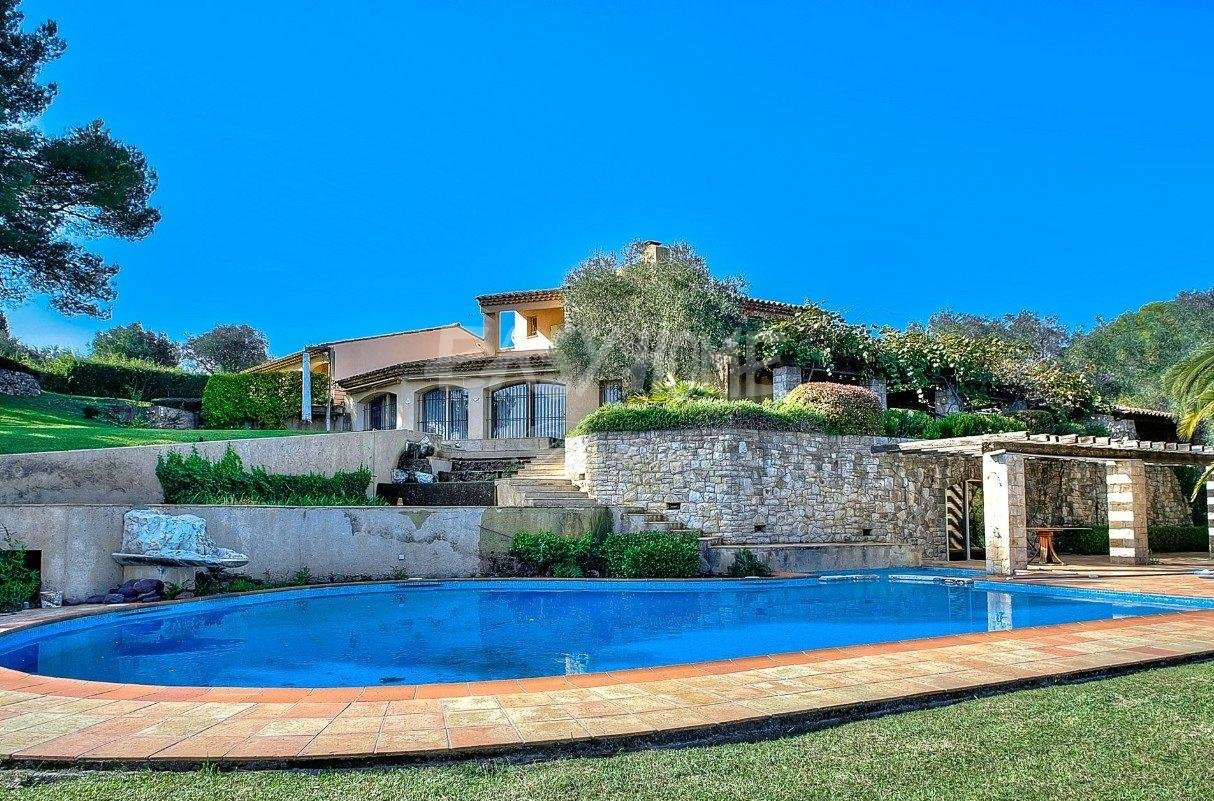 Purchase / Sale Villa Mougins in a very residential area