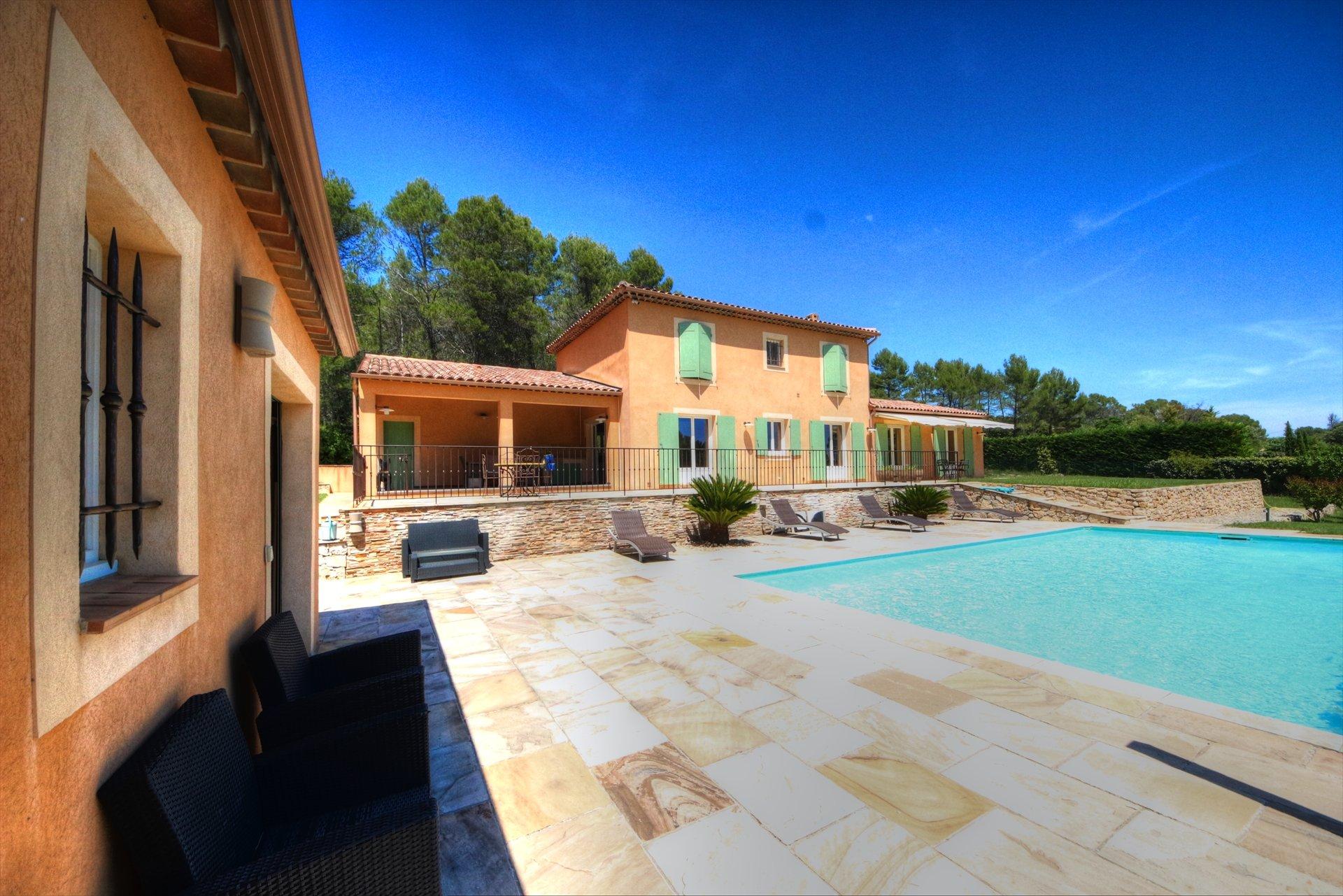 Lorgues, superbe maison avec piscine et garage, calme et campagne