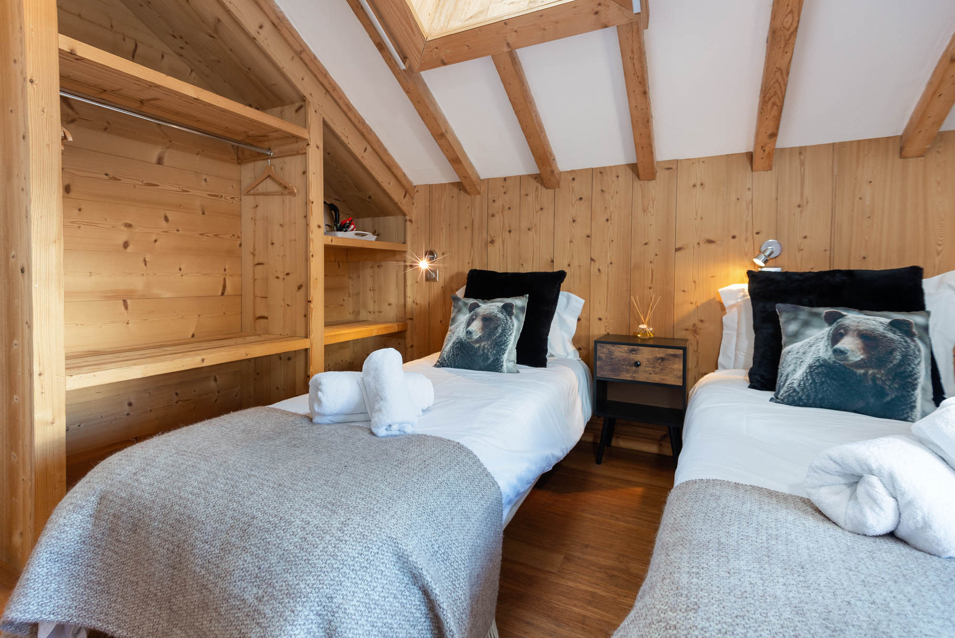 HE Yeti Lodge Chamonix Argentiere grand montets chalet bedroom l