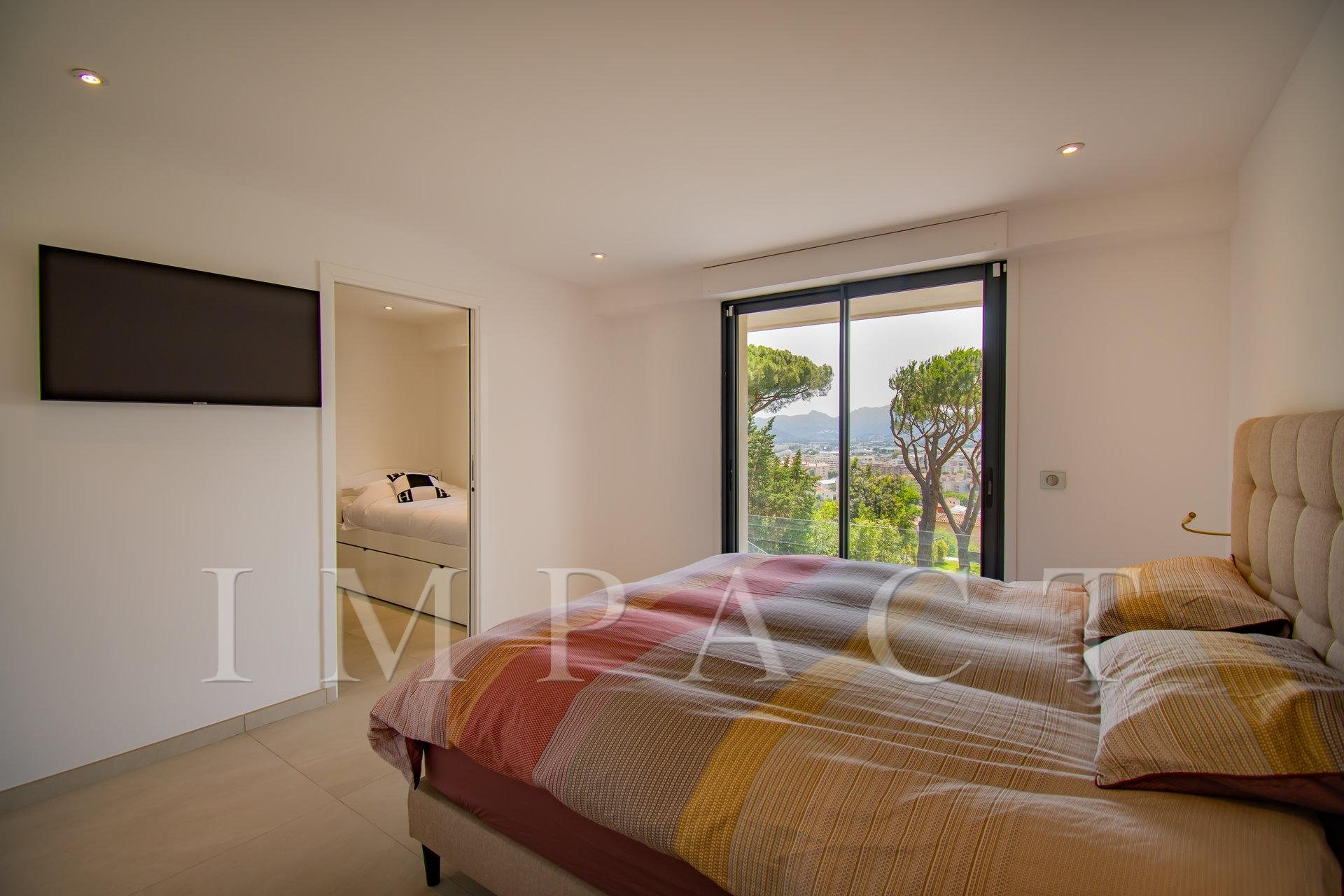 Modern villa 5 bedrooms to rent in Cannes