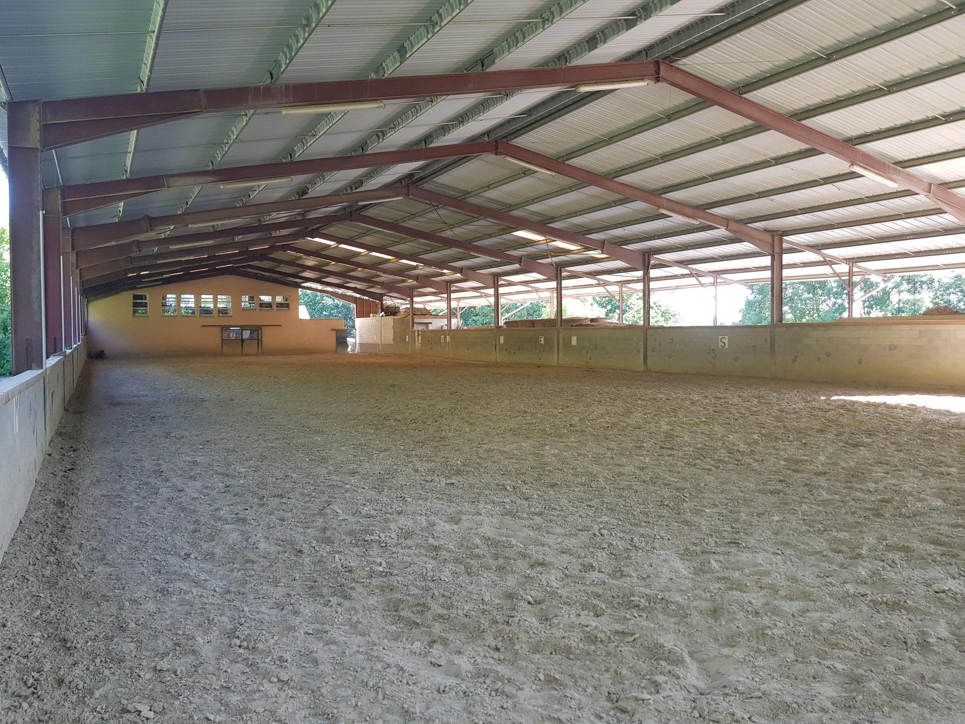 VIENNE les Hauteurs, Domaine Equestre de 200 m² avec dépendances sur 8,8ha