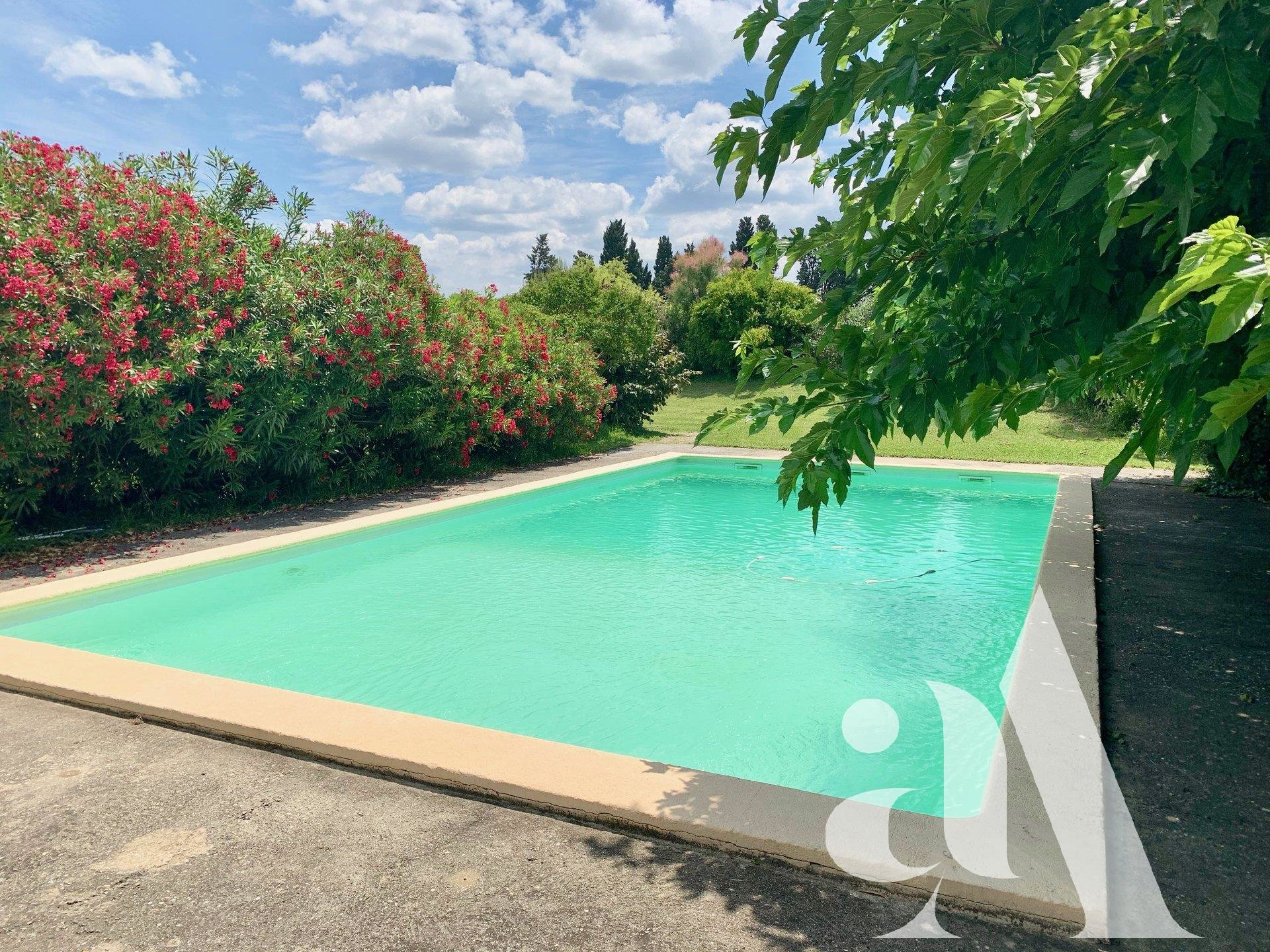 For sale house with view on the Alpilles.
