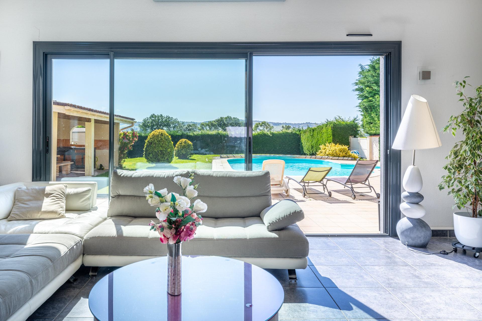 Maison moderne avec piscine entre Chasselay et Anse