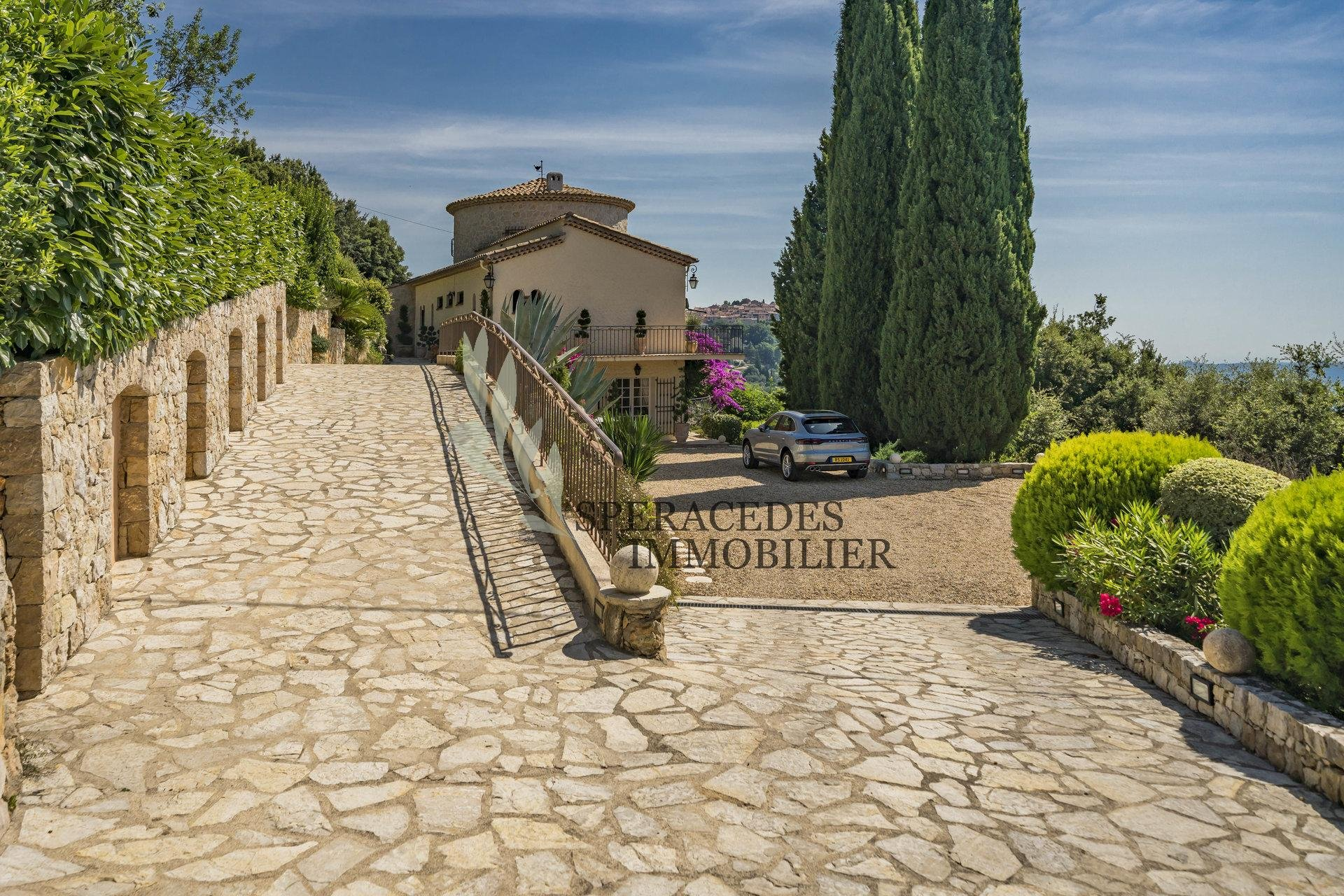 Cabris – Charming property set on a dominant position – panoramic view