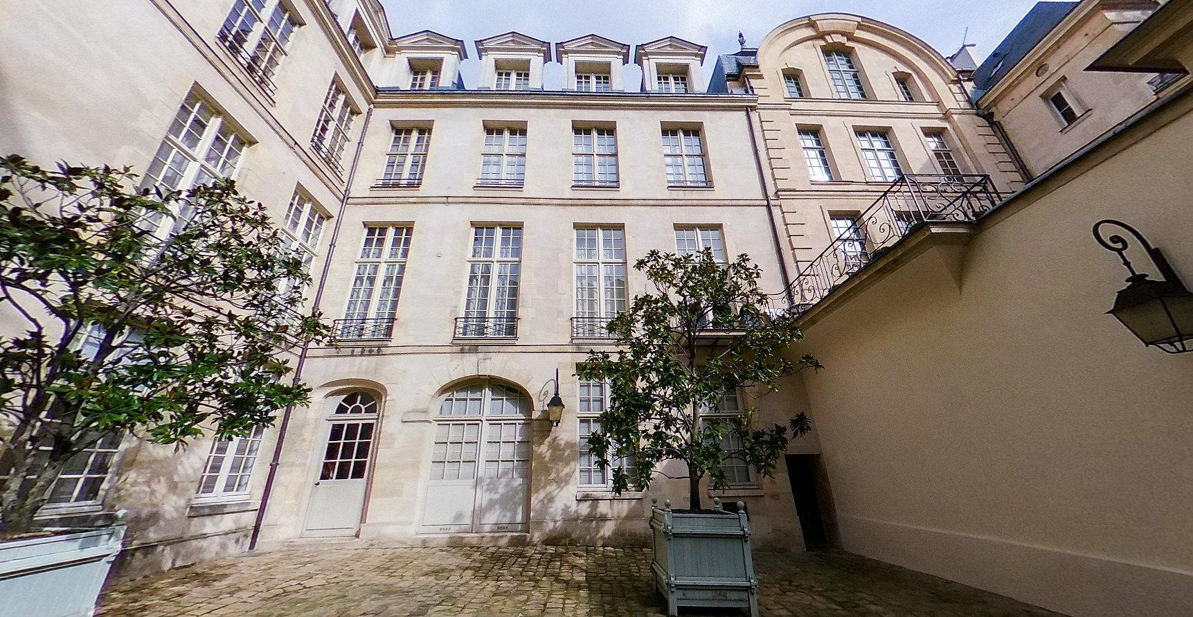 Paris IV - Ile Saint-Louis - Grand Studio Meublé