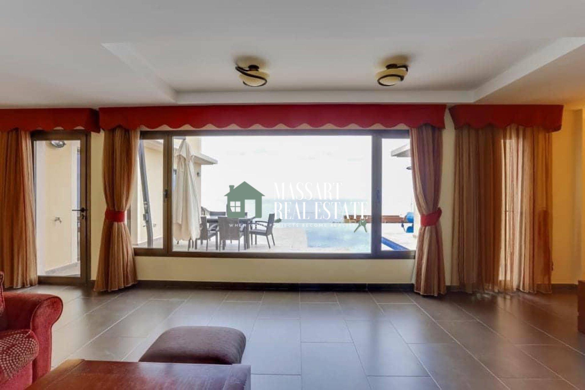 Villa de lujo en venta en la popular zona de Roque del Conde (Adeje) distribuida en una superficie de 500 m2.
