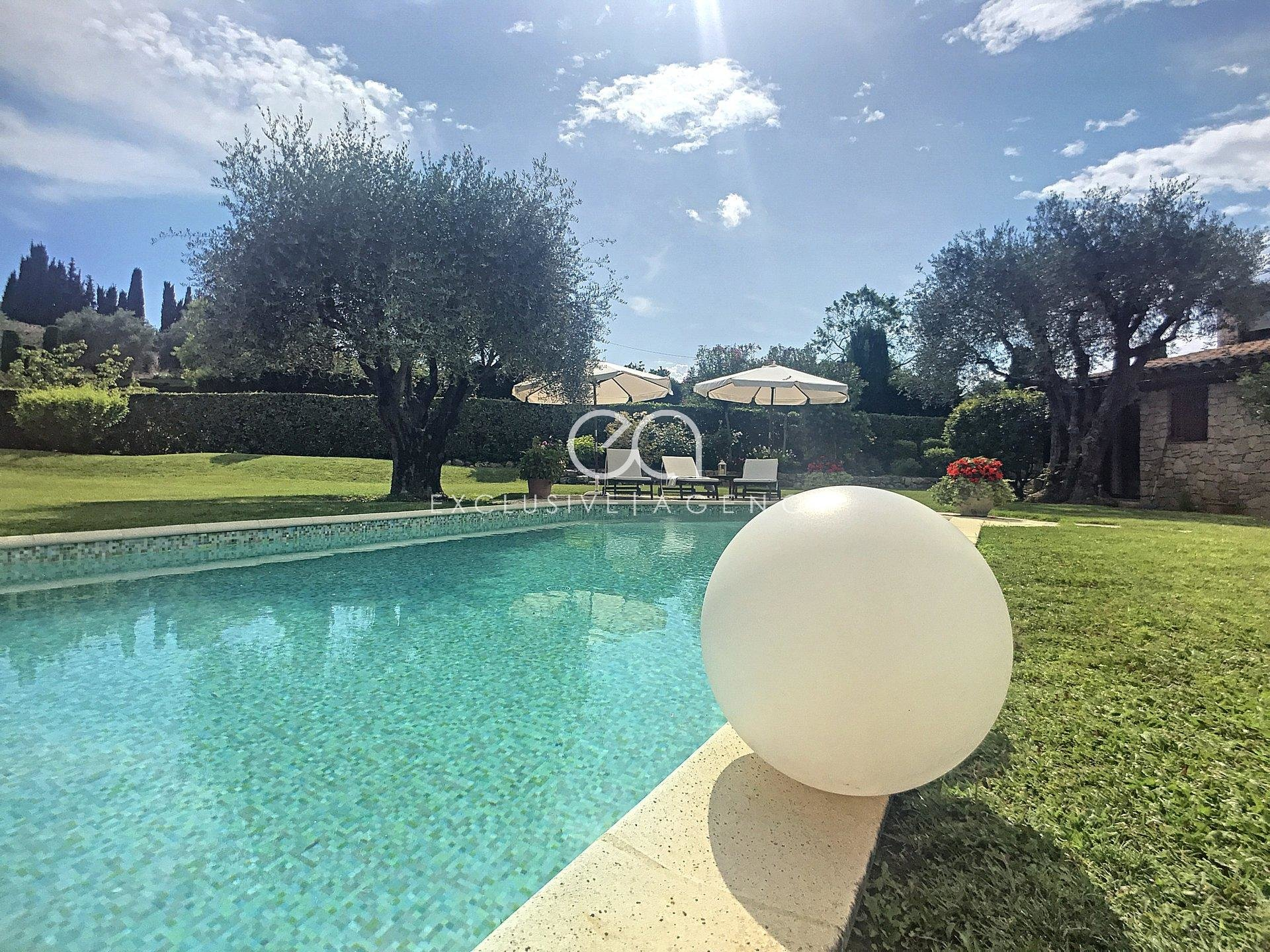 MOUGINS, GIPIERE DISTRICT, VILLA OF 229 SQM - 2500 SQM OF LAND WITH SWIMMING POOL- OUTBUILDING