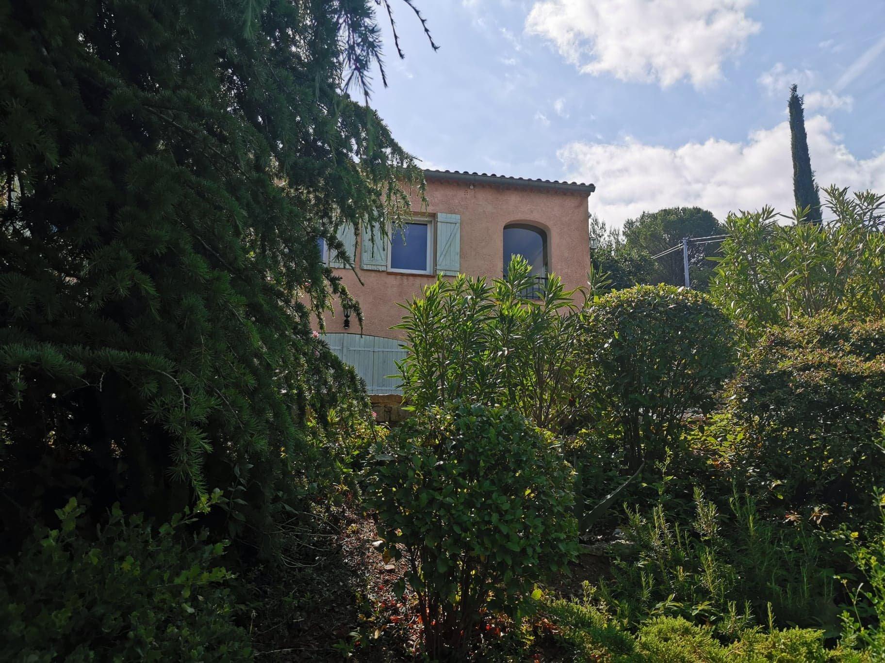 CARCES proche commodités villa avec trés jolie vue dégagée