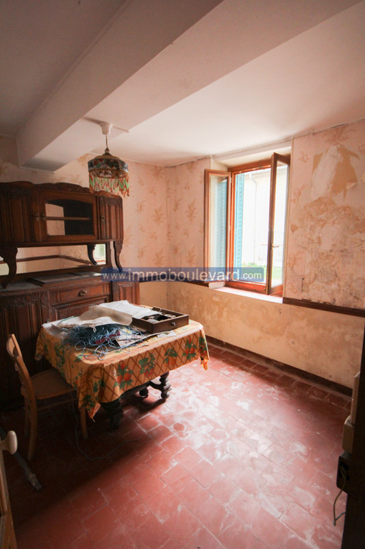 Stone house to renovate for sale near Arleuf in the Morvan