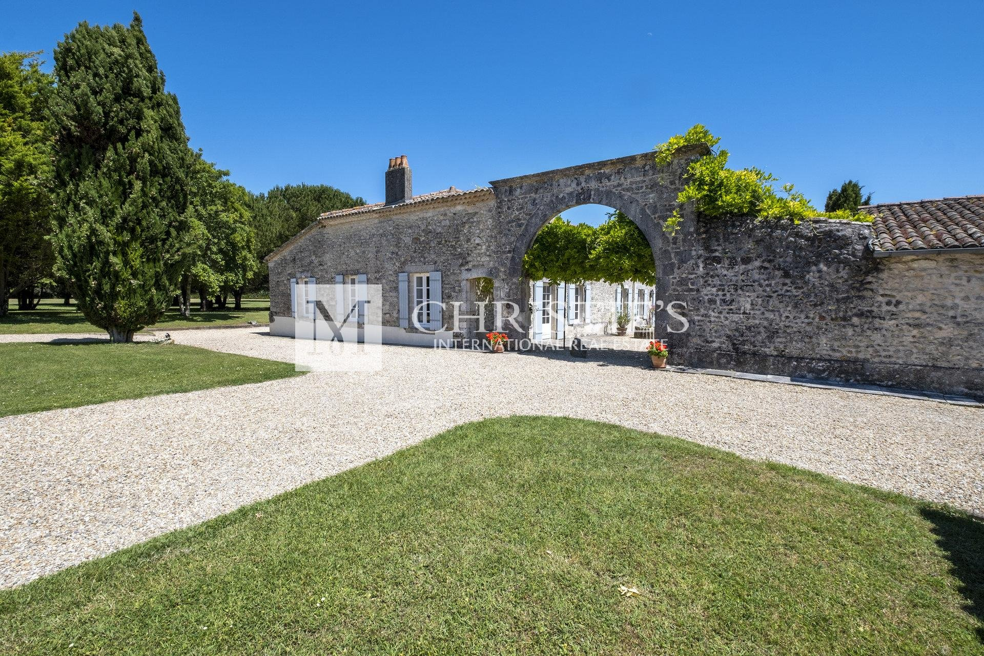 Royan – Magnificent 18th century property
