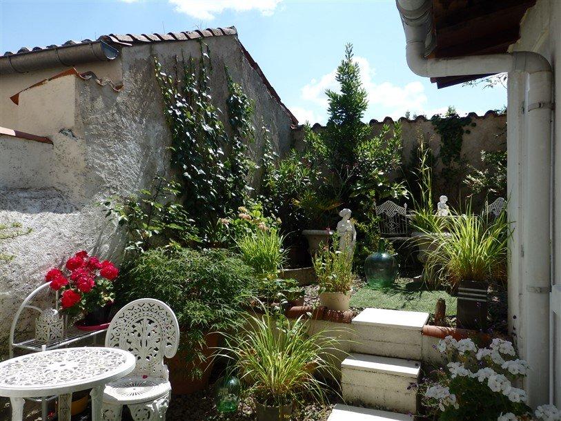 Maison de ville avec jardin à Availles Limouzine, Vienne