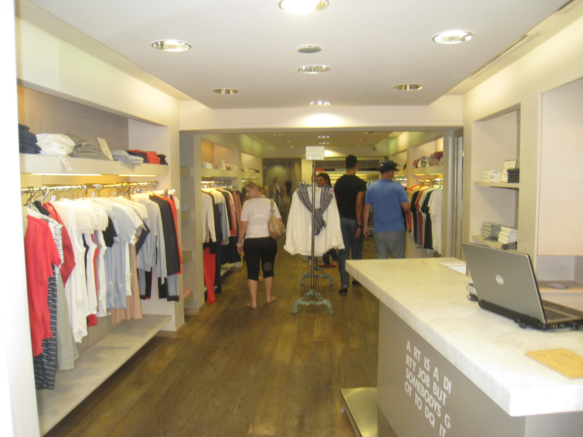 LOCATION BOUTIQUE RUE D'ANTIBES CANNES