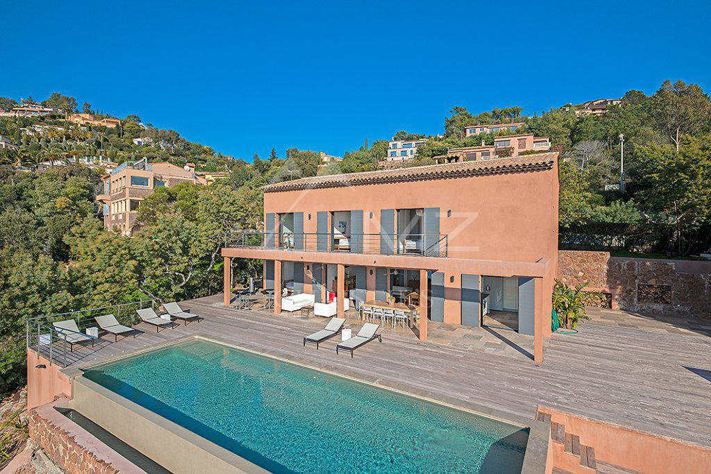 Apartments / Residences for Rent at Seasonal rental - Villa Théoule-sur-Mer Theoule sur Mer, Alpes-Maritimes,06590 France