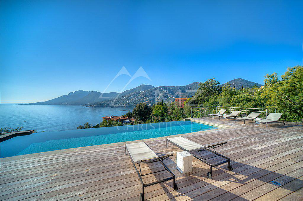 Additional photo for property listing at Seasonal rental - Villa Théoule-sur-Mer  Theoule sur Mer, Приморские Альпы,06590 Франция