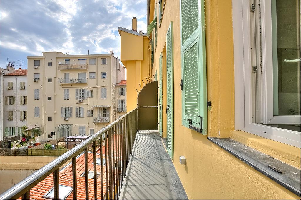 Nice, 3 pièces avec balcon WILSON RARE .....
