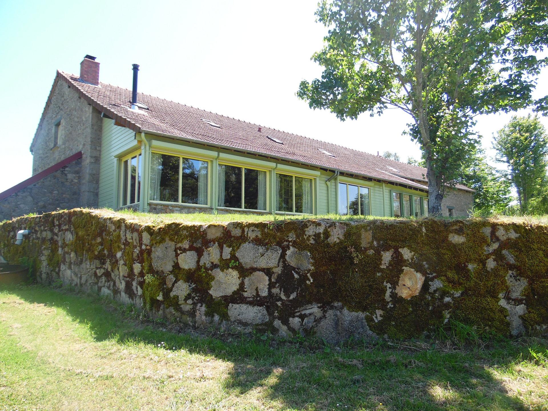 A vendre, près d'Aubusson, maison luxueuse sur 1,8 ha.