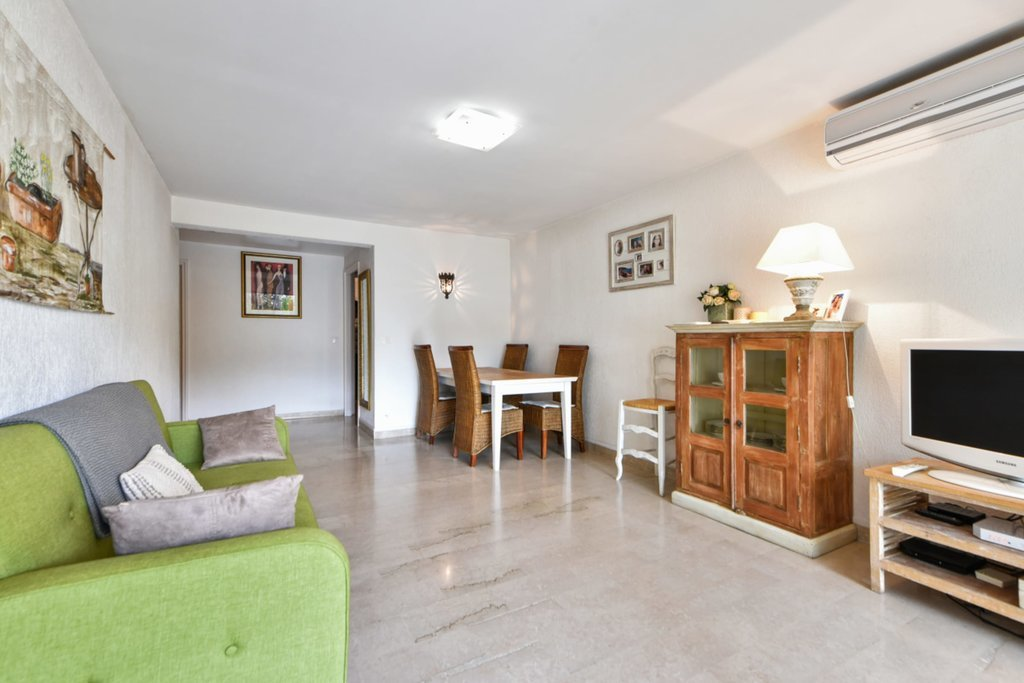 2 bedroom apartment  in peace, terrace, cellar, garage and swimming pool - Cannes