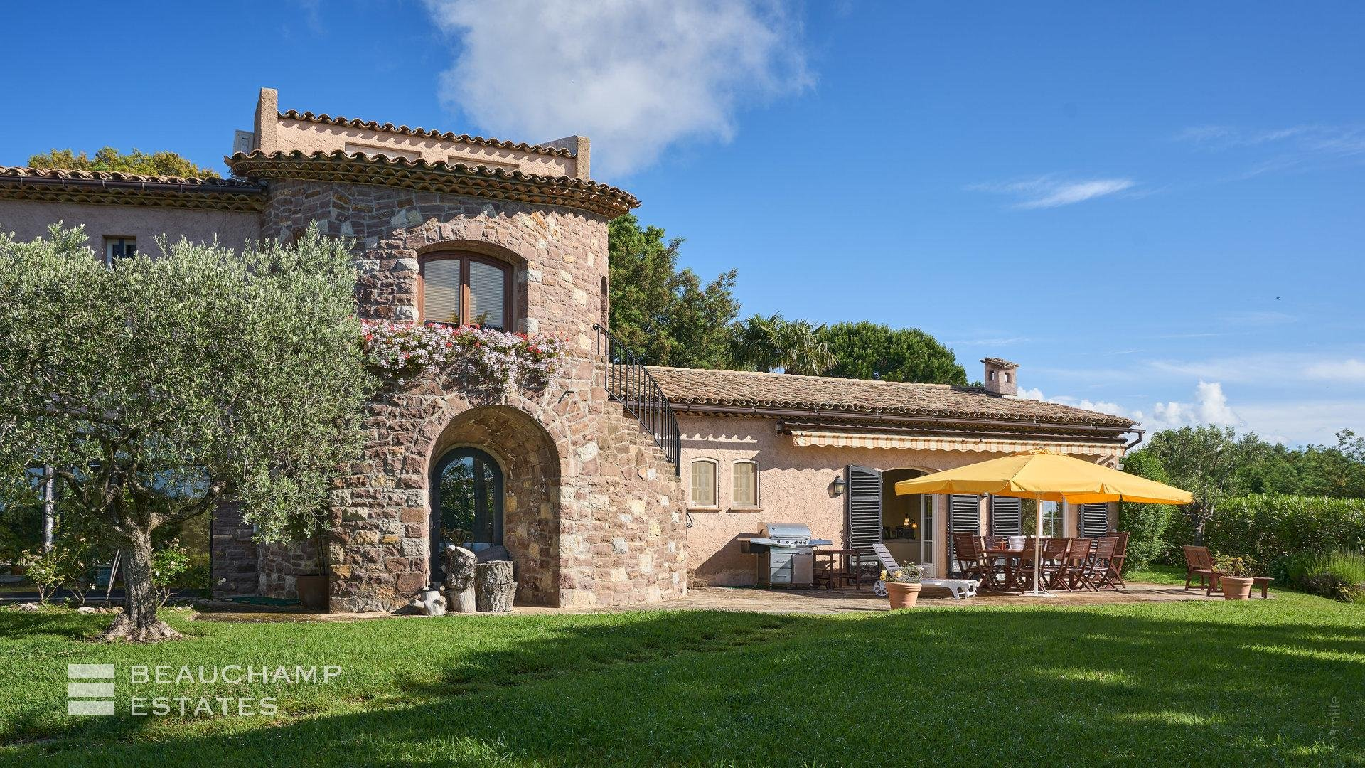 Superb villa on the heights of Mandelieu - Sea and Esterel view