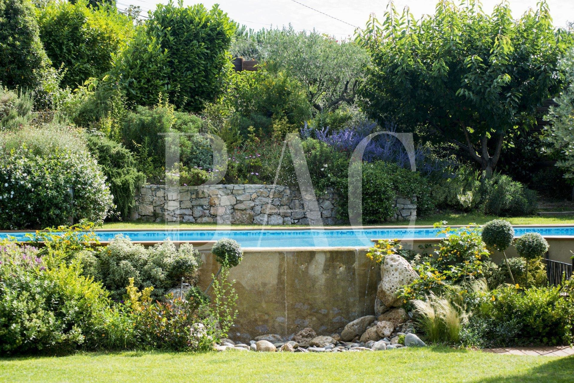 MOUGINS for lovers of beautiful building