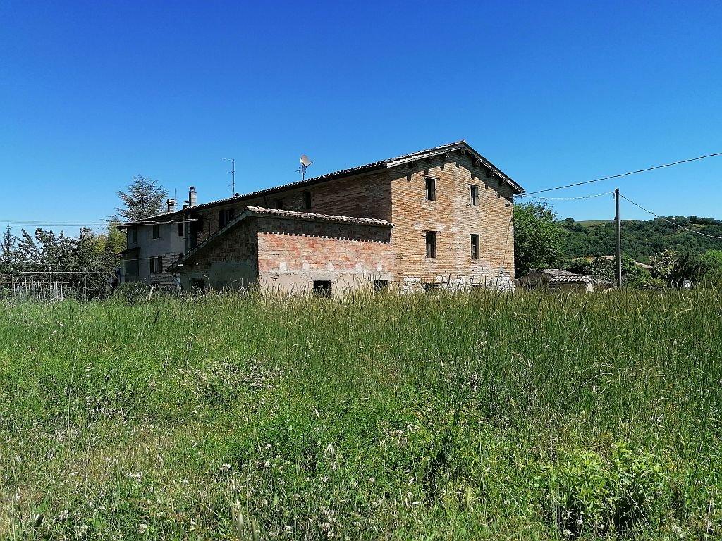 PERGOLA (PU) - PORZIONE DI CASALE CON TERRENO