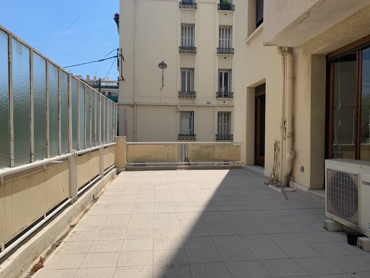 LOCATION PURE - LOCAL COMMERCIAL - 60 M² - CANNES - CARNOT