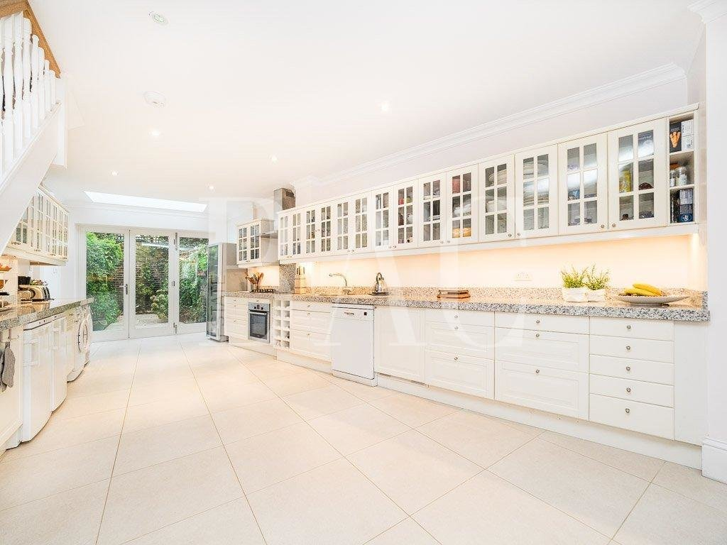 4 bedroom family house ideally situated