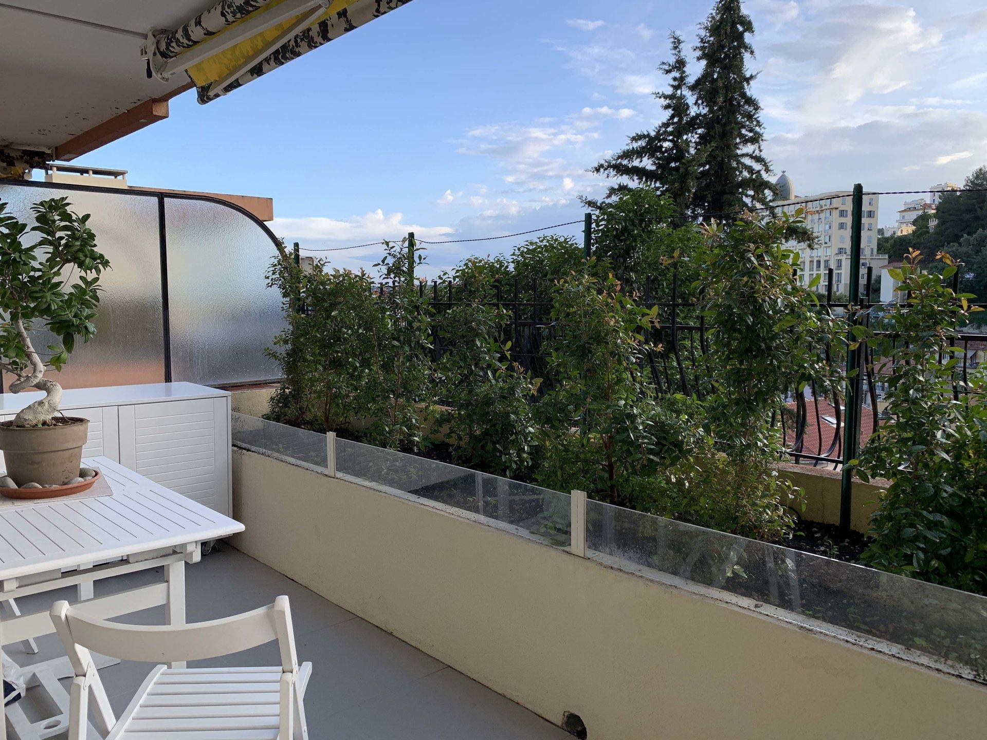 T2/3 de 55m² avec véranda et terrasse exposition Ouest très ensoleillé proche centre Menton-Parking en sous-sol