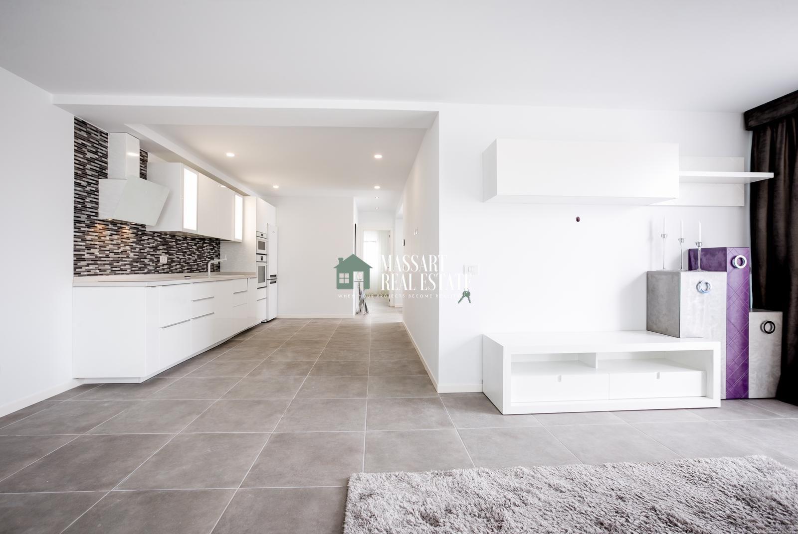 Prachtige twee onder één kap woning volledig gerenoveerd in de bekende woonwijk Palm Mar.