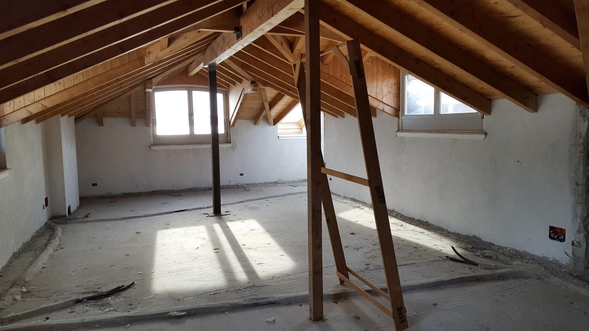 Renovated attic for sale on Verbania lakefront - intern