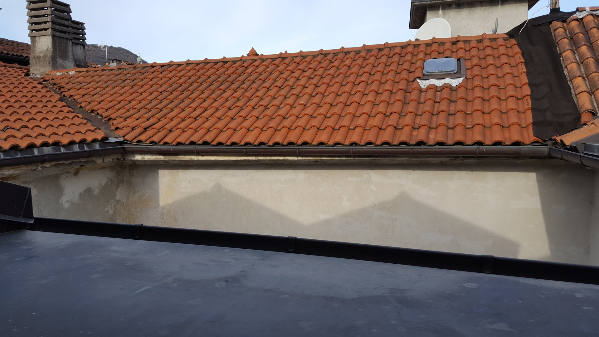 Renovated attic for sale on Verbania lakefront - roof