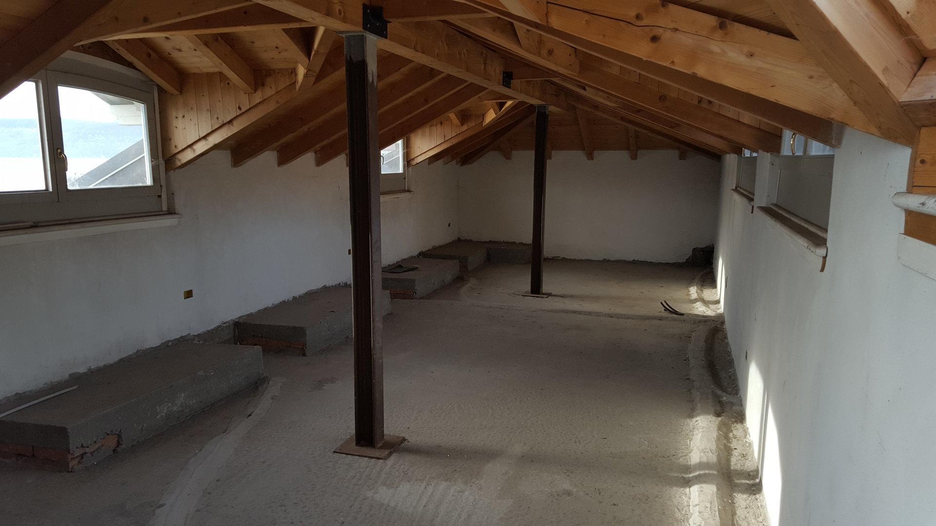 Renovated attic for sale on Verbania lakefront - salon