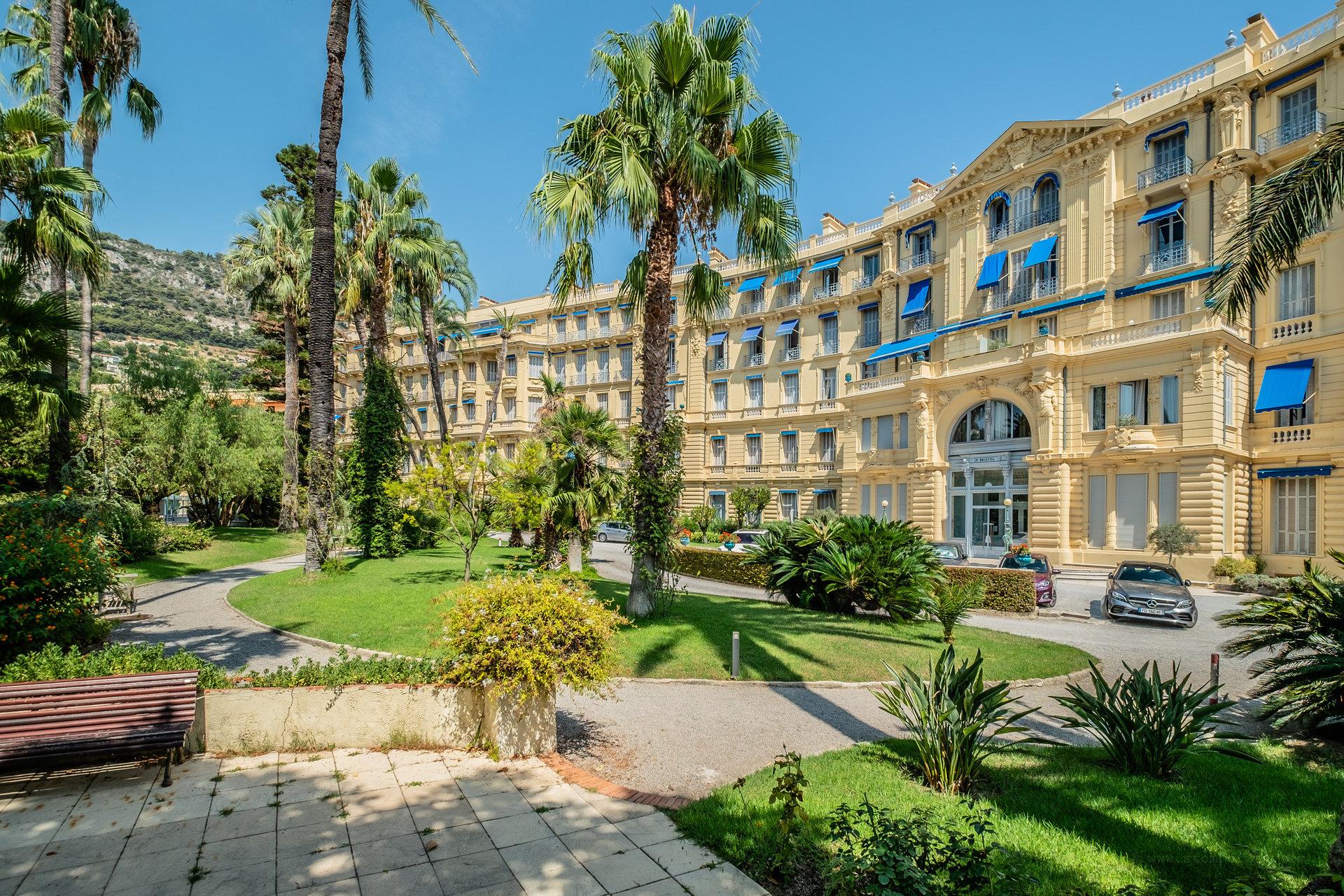 DANS HOTEL PARTICULIER - BEAULIEU-SUR-MER
