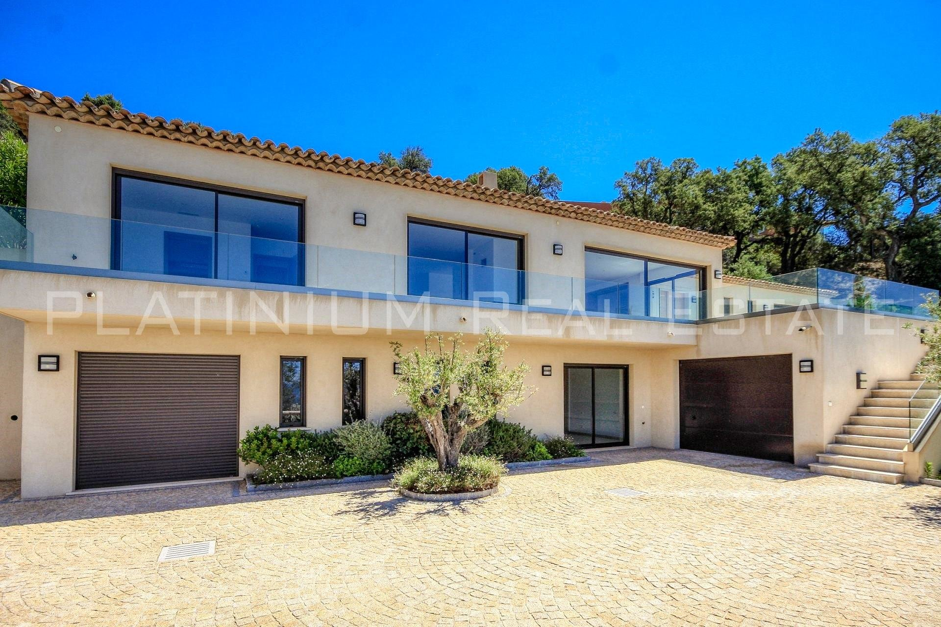 GRIMAUD - VILLA 266 m2 - 4 bedrooms - Panoramic sea view - Swimming pool