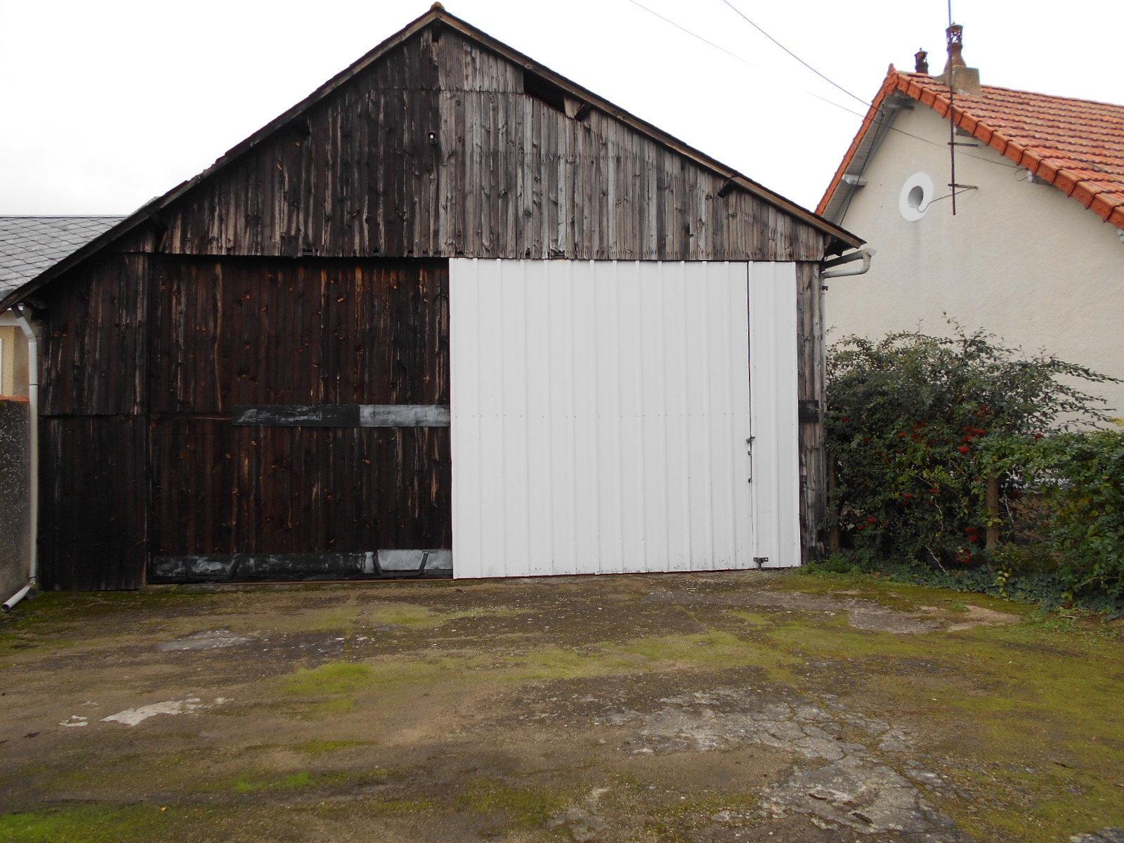 Garage à THOUARS - 122 m² (env.)