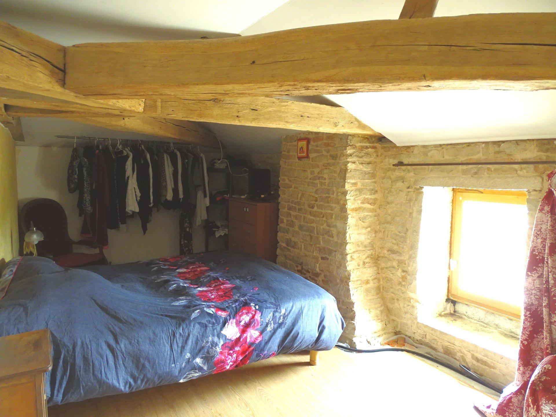 SOUS COMPROMIS ! Venez découvrir cette belle maison en pierre d?une surface de 93 m2 avec cour intérieure et terrasse couverte. Elle se compose d?une belle pièce de vie avec pierre apparente, d?une cuisine avec ses authentiques tommettes au sol. D?une salle de bain avec toilette. L?étage se compose de 3 chambres, d?un dressing pouvant être réaménagé en salle d?eau, et un toilette.  Vous appréciez le charme de l?ancien à aménager selon vos goûts.  Cette maison sur sous-sol dispose de nombreux espaces de stockage, d?une cave. Un préau ainsi que deux granges complète se bien.  À découvrir sans tarder.  Honoraires à la charge du vendeur.