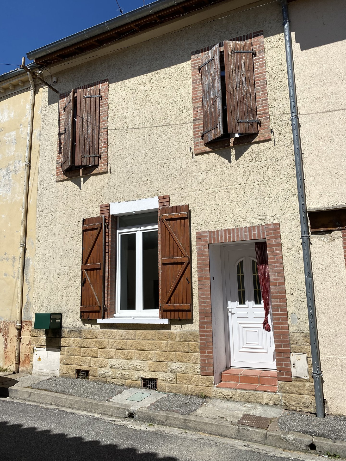 Pretty renovated village house 142 m² downtown